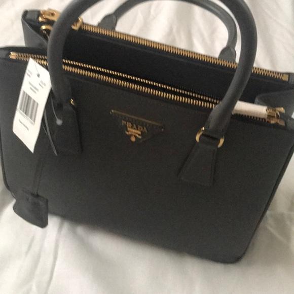 39e4d8dc009b1 Gorgeous Prada purse brand new